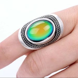 Jewelry - BOLD OVAL STATEMENT MOOD RING